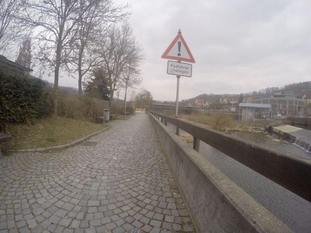 Radfahrer absteigen 1